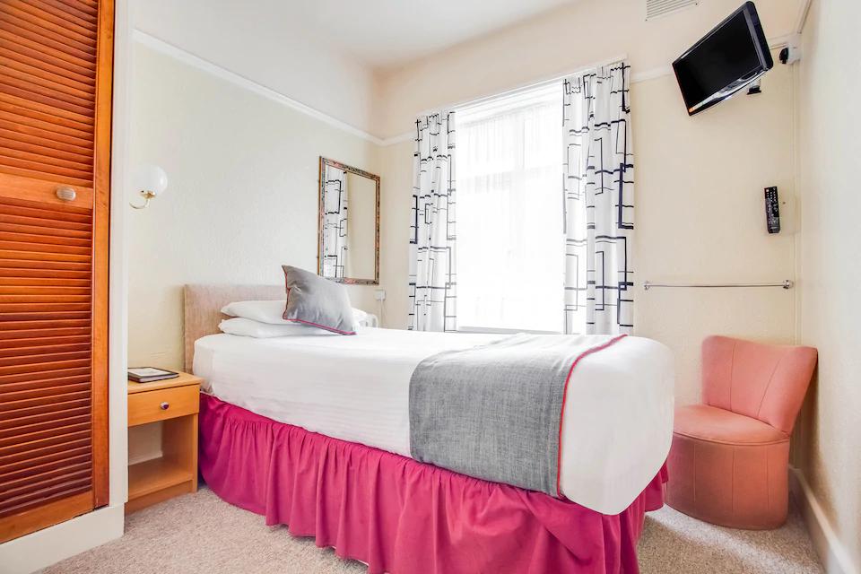 Godolphin Arms Hotel Room